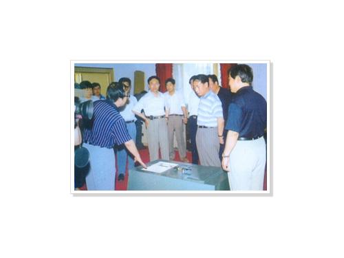 河北省政府领导在衡水市市委市政府领导的陪同下来我集团视察工作